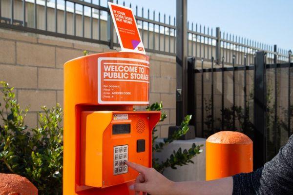 Public Storage - Huntington Park - 6911 S Alameda St 6911 S Alameda St Huntington Park, CA - Photo 4