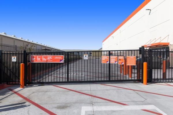 Public Storage - Huntington Park - 6911 S Alameda St 6911 S Alameda St Huntington Park, CA - Photo 3