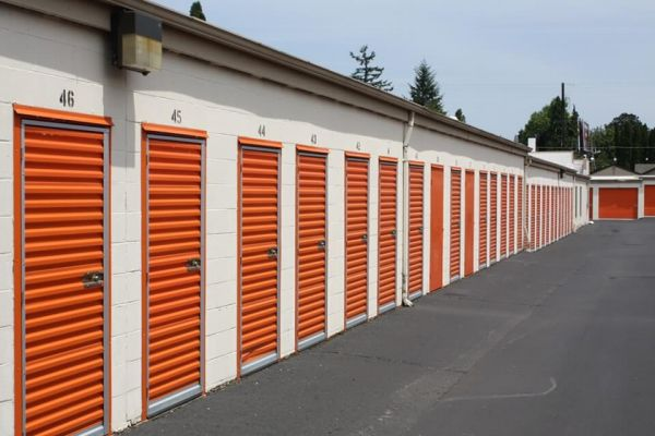 Public Storage - Milwaukie - 13325 SE McLoughlin Blvd 13325 SE McLoughlin Blvd Milwaukie, OR - Photo 1