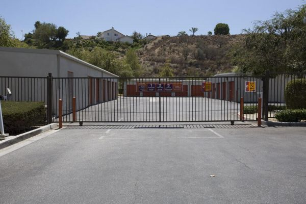 Public Storage - Santa Clarita - 18650 Via Princessa 18650 Via Princessa Santa Clarita, CA - Photo 3