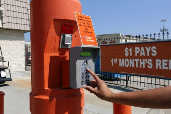 Public Storage - Colton - 1600 Fairway Dr 1600 Fairway Dr Colton, CA - Photo 4