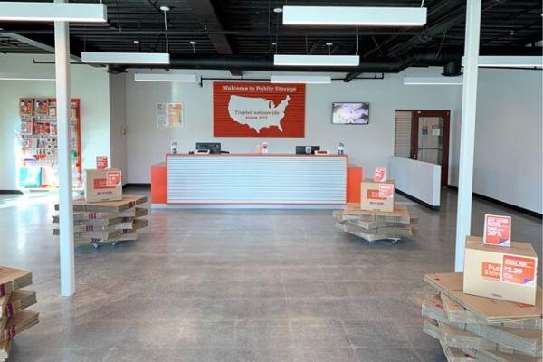 Public Storage - Burbank - 2240 N Hollywood Way 2240 N Hollywood Way Burbank, CA - Photo 2