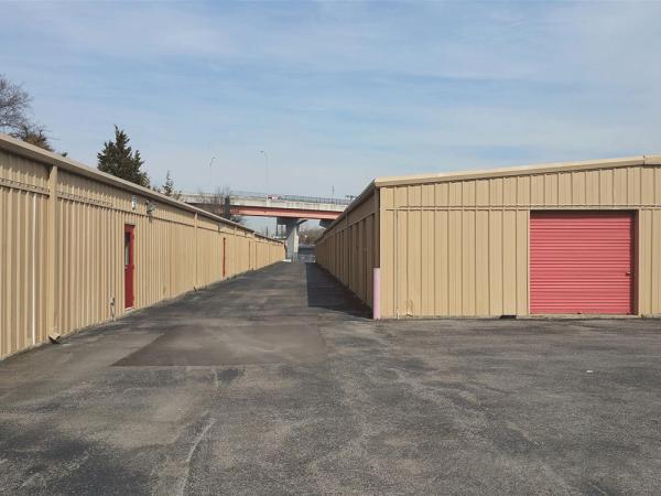 Storage Rentals of America - Goodlettsville - Rivergate Parkway 719 Rivergate Parkway Goodlettsville, TN - Photo 1