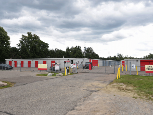 Storage Rentals of America - Fenton 999 West Silver Lake Road Fenton, MI - Photo 1
