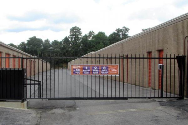 Public Storage - Roanoke - 2918 Peters Creek Road 2918 Peters Creek Road Roanoke, VA - Photo 3