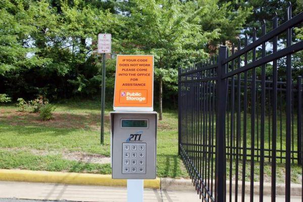 Public Storage - Seven Corners - 6319 Arlington Blvd 6319 Arlington Blvd Seven Corners, VA - Photo 4