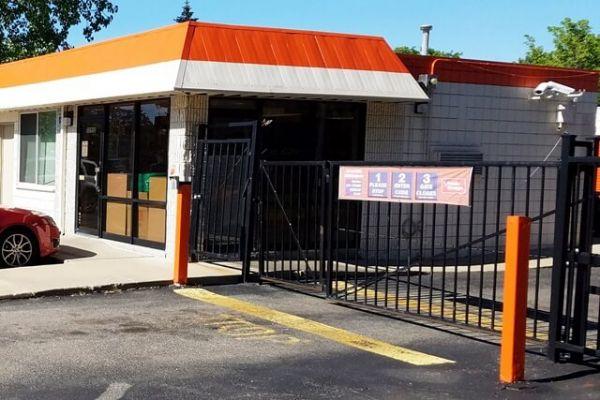 Public Storage - Oak Park - 20950 Greenfield Road 20950 Greenfield Road Oak Park, MI - Photo 3