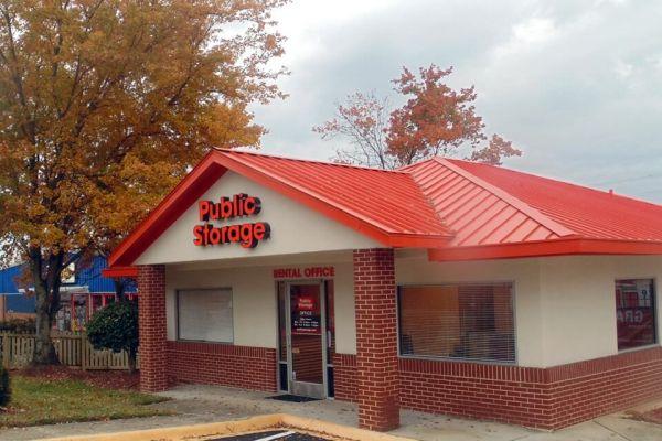 Public Storage - Charlotte - 5641 N Sharon Amity Rd 5641 N Sharon Amity Rd Charlotte, NC - Photo 0