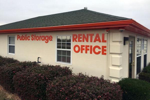 Public Storage - Louisville - 5550 Greenbelt Hwy 5550 Greenbelt Hwy Louisville, KY - Photo 0