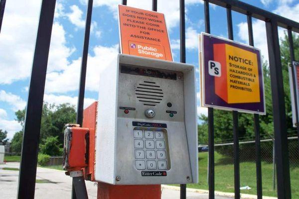 Public Storage - Kansas City - 9820 Holmes Road 9820 Holmes Road Kansas City, MO - Photo 4