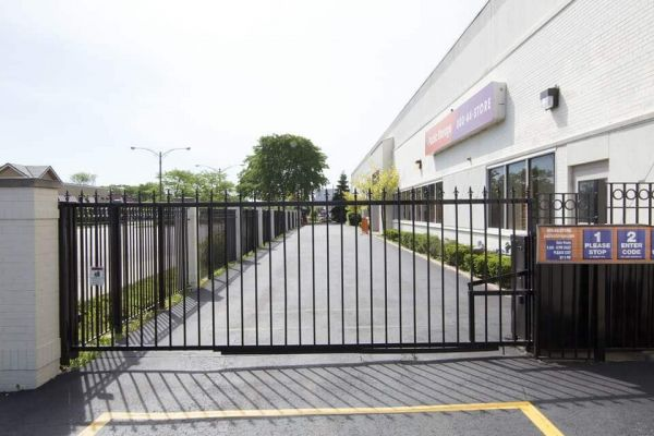 Public Storage - Lincolnwood - 6460 N Lincoln Ave 6460 N Lincoln Ave Lincolnwood, IL - Photo 3