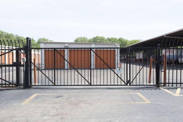 Public Storage - Chicago - 939 E 95th Street 939 E 95th Street Chicago, IL - Photo 3