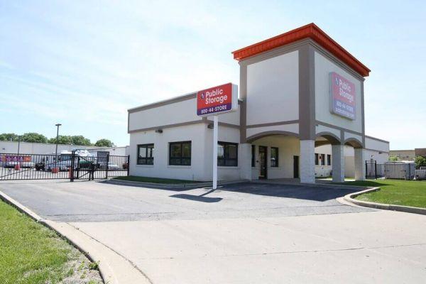 Public Storage - Arlington Heights - 1600 E Davis St 1600 E Davis St Arlington Heights, IL - Photo 0