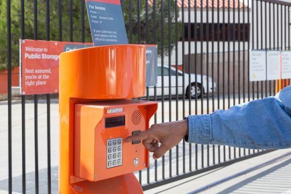 Public Storage - Tujunga - 6400 Foothill Blvd 6400 Foothill Blvd Tujunga, CA - Photo 4