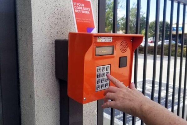 Public Storage - Torrance - 1724 S Crenshaw Blvd 1724 S Crenshaw Blvd Torrance, CA - Photo 4
