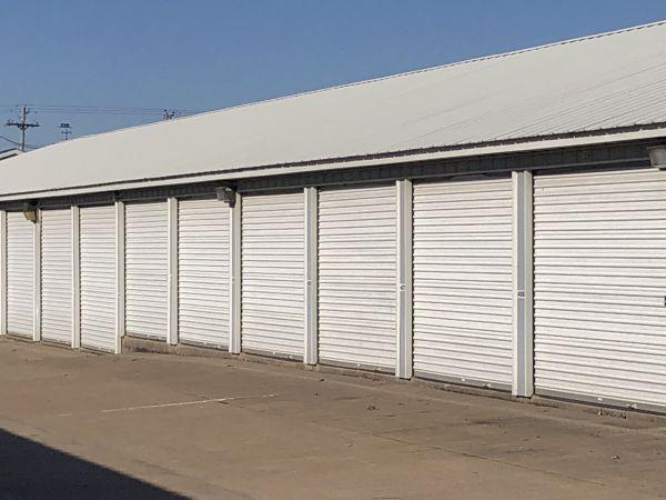Next Door Self Storage - Kennedy East Moline, IL 4212 Kennedy Drive East Moline, IL - Photo 2