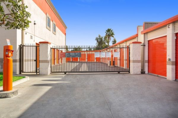 Public Storage - Northridge - 9920 Balboa Blvd 9920 Balboa Blvd Northridge, CA - Photo 3