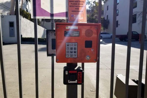 Public Storage - Los Angeles - 1712 Glendale Blvd 1712 Glendale Blvd Los Angeles, CA - Photo 4