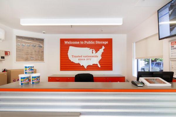 Public Storage - Los Angeles - 6701 S Sepulveda Blvd 6701 S Sepulveda Blvd Los Angeles, CA - Photo 2