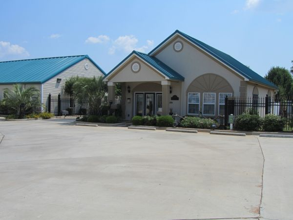 Castaway Self Storage 3528 U.s. 41 Byron, GA - Photo 0
