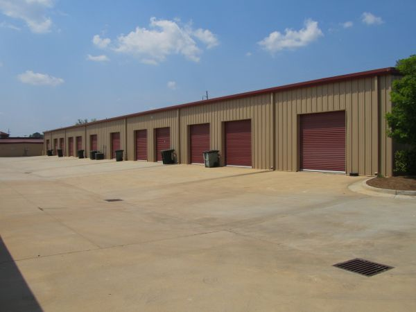 Castaway Self Storage 3528 U.s. 41 Byron, GA - Photo 1