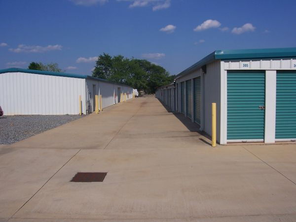 Castaway Self Storage 3528 U.s. 41 Byron, GA - Photo 4
