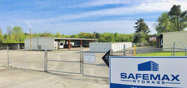 SafeMax Storage Jackson 1596 North Parkway Jackson, TN - Photo 1