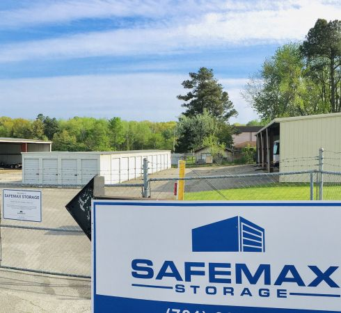 SafeMax Storage Jackson 1596 North Parkway Jackson, TN - Photo 0