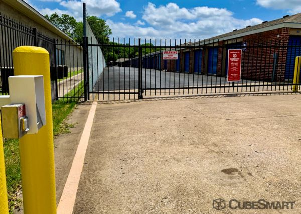 CubeSmart Self Storage - TX Arlington S Cooper Street 3057 South Cooper Street Arlington, TX - Photo 3