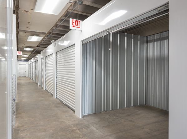 Honore Storage - Albany Park 3215 W Lawrence Ave Chicago, IL - Photo 7