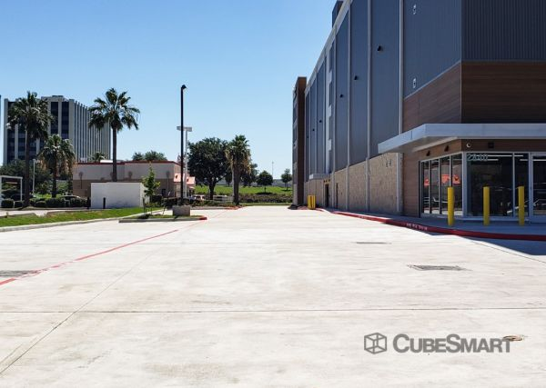 CubeSmart Self Storage - TX Houston West Sam Houston Pkwy South 2840 West Sam Houston Parkway South Houston, TX - Photo 4