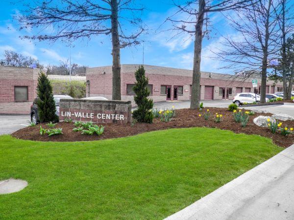 Lin Valle Center 11012 Lin Valle Drive St. Louis, MO - Photo 0