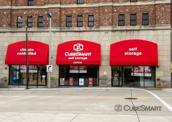 CubeSmart Self Storage - WI Milwaukee Wisconsin Avenue 3742 West Wisconsin Avenue Milwaukee, WI - Photo 4