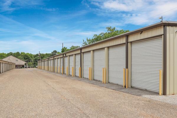 FreeUp Storage Tyler Shiloh Road 2707 Shiloh Road Tyler, TX - Photo 1