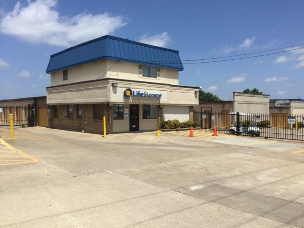 Life Storage - Dallas - 3333 North Buckner Boulevard 3333 North Buckner Boulevard Dallas, TX - Photo 3