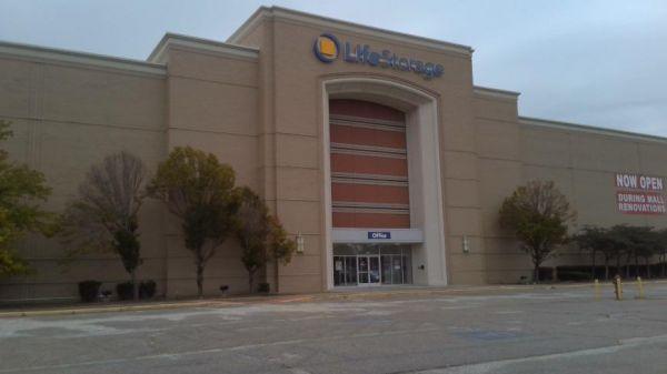 Life Storage - Richmond Heights - 641 Richmond Road 641 Richmond Road Richmond Heights, OH - Photo 0