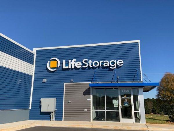 Life Storage - Thomasville - 1450 East Sunrise Avenue 1450 East Sunrise Avenue Thomasville, NC - Photo 3