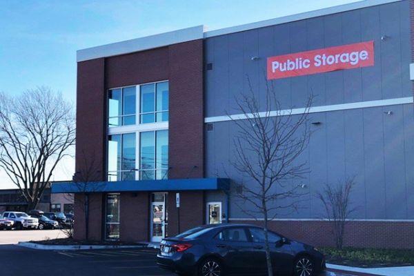 Public Storage - Arlington Heights - 1430 E Davis St 1430 E Davis St Arlington Heights, IL - Photo 0