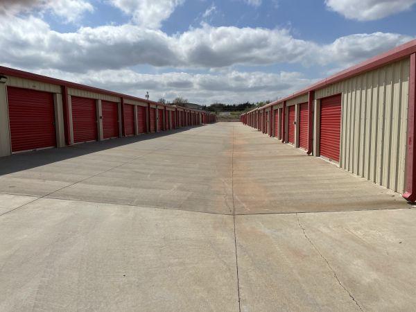 Storage Lion 6401 North Interstate 35 Frontage Road Edmond, OK - Photo 2