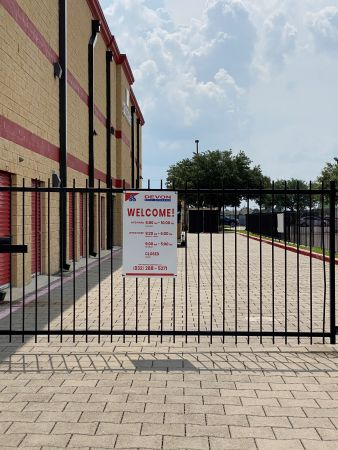 Devon Self Storage - DPE 2515 Westminister Road Pearland, TX - Photo 7