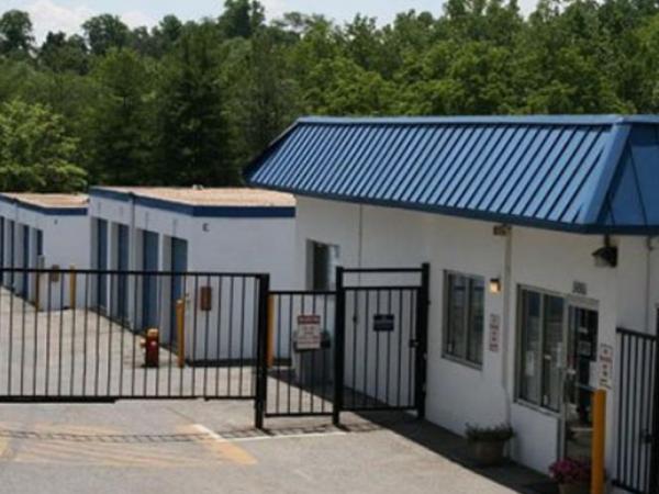 Storage Rentals of America - Temple Hills - Beech Place 5061 Beech Place Temple Hills, MD - Photo 2