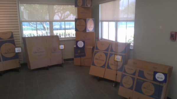 Life Storage - Fort Lauderdale - 3001 North Dixie Highway 3001 North Dixie Highway Fort Lauderdale, FL - Photo 2