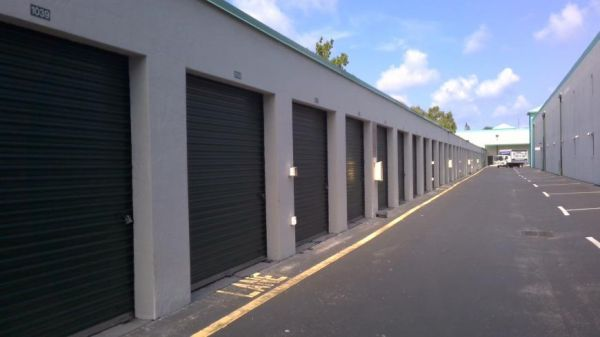 Life Storage - Fort Lauderdale - 3001 North Dixie Highway 3001 North Dixie Highway Fort Lauderdale, FL - Photo 4