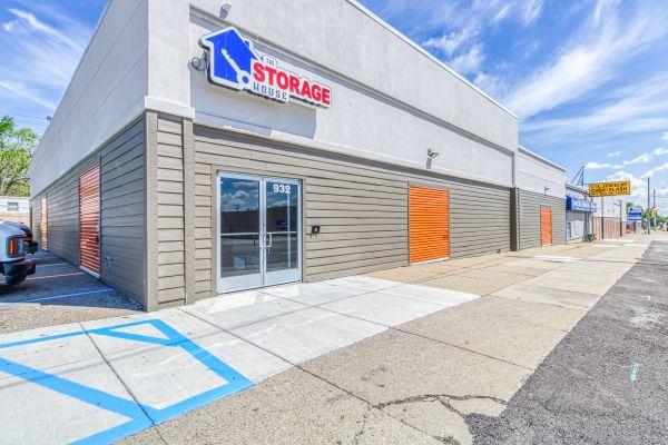 Waterford Storage House 932 West Huron Street Waterford Township, MI - Photo 0