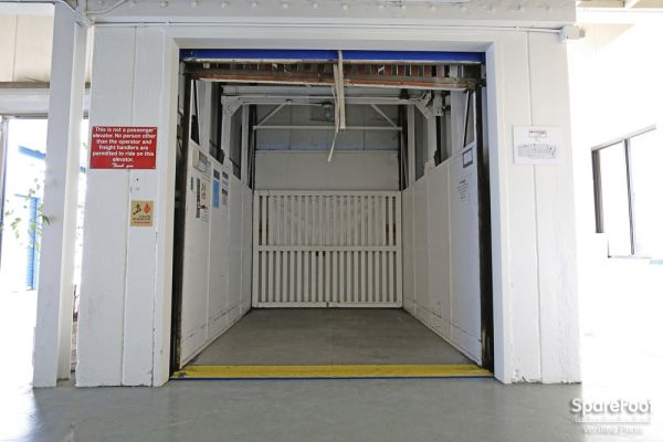 US Storage Centers - Montrose - 3708 Clifton Pl 3708 Clifton Pl Montrose, CA - Photo 4