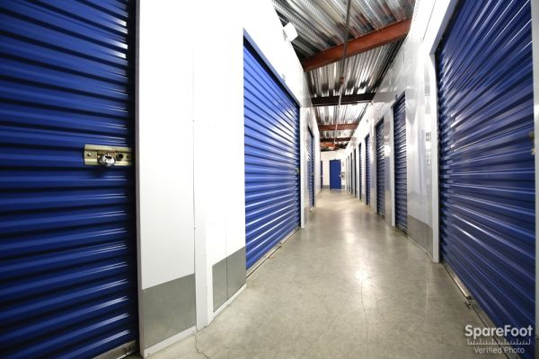 US Storage Centers - Montrose - 3708 Clifton Pl 3708 Clifton Pl Montrose, CA - Photo 8