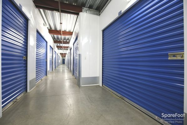 US Storage Centers - Montrose - 3708 Clifton Pl 3708 Clifton Pl Montrose, CA - Photo 9