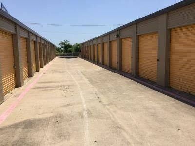 Life Storage - Arlington - Duncan Perry Road 1061 Duncan Perry Rd Arlington, TX - Photo 4