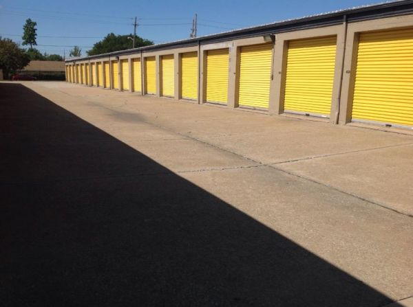 Life Storage - Bedford - Broadway Avenue 1455 Broadway Ave Bedford, OH - Photo 2