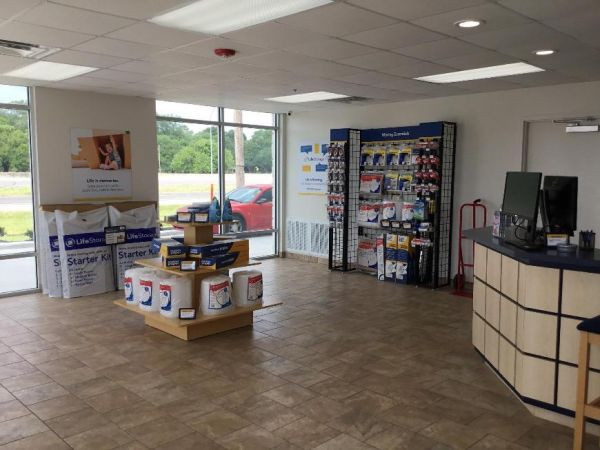 Life Storage - Beaumont - Eastex Freeway 8020 Eastex Fwy Beaumont, TX - Photo 4